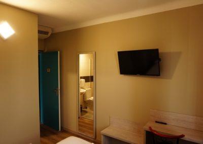 Chambre d'hôtel moderne à Orange